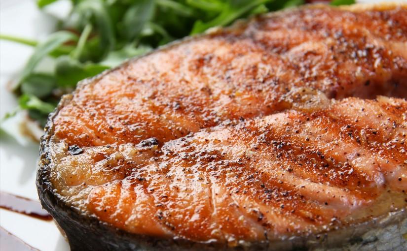 Жареная красная рыба в острой панировке