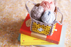 Yellow-granny-square-crochet-basket-3-1