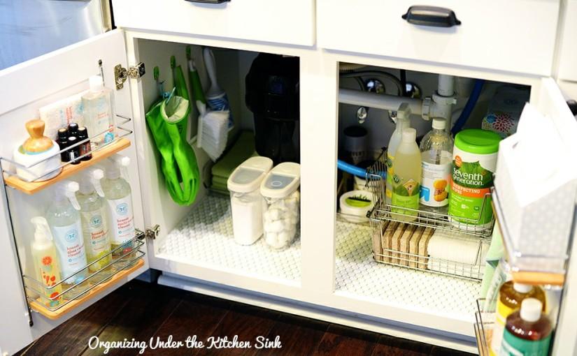 Как навести порядок под кухонной раковиной: лайфхаки и советы