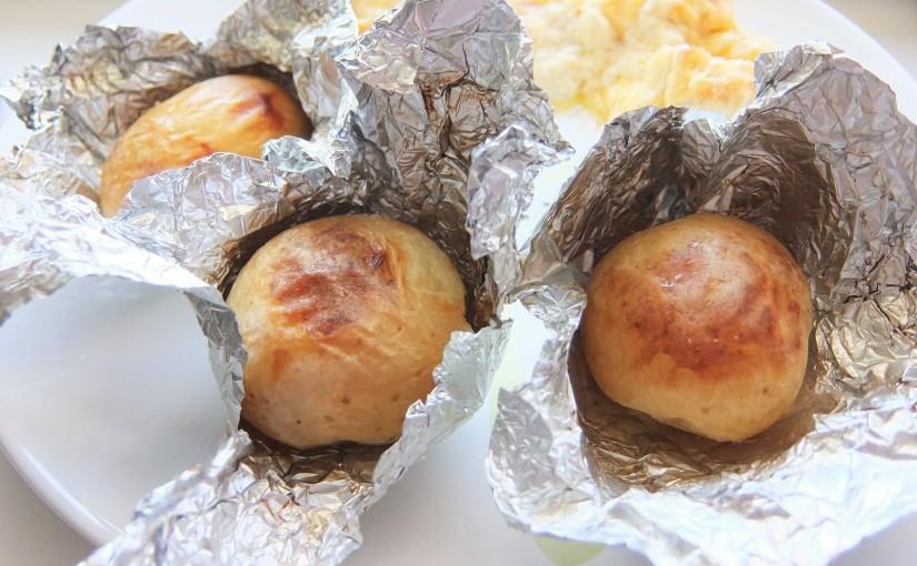 Картофель в фольге в духовке и запеченная курица в сметанном соусе