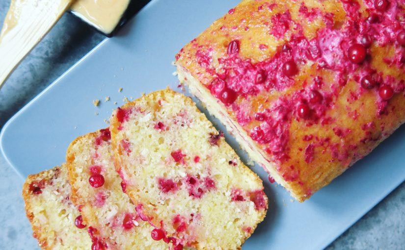 Пирог с брусникой на кефирном тесте