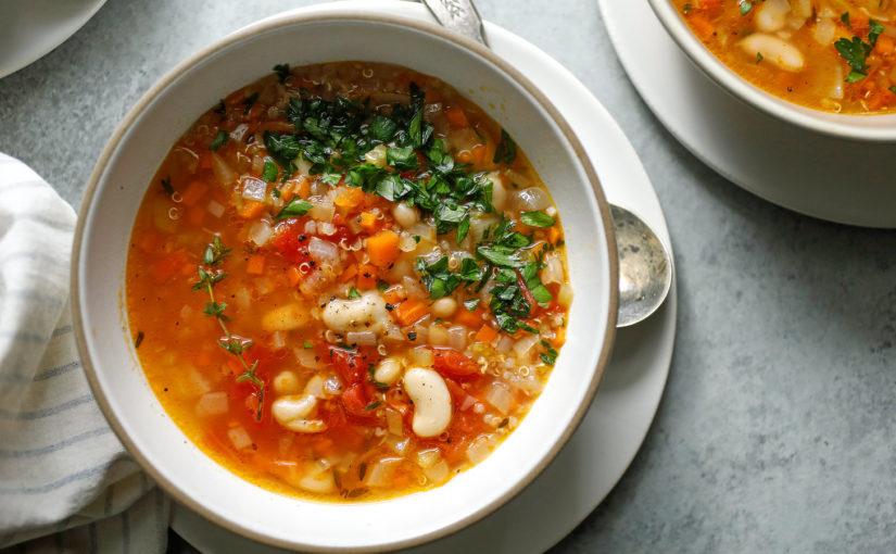 Суп из киноа и фасоли